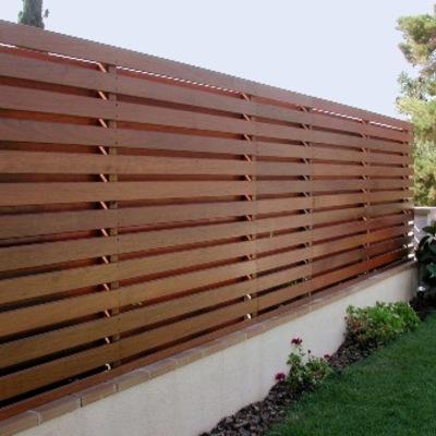 Vallado o cerramiento de peque o jardin con madera for Cerramientos de jardin