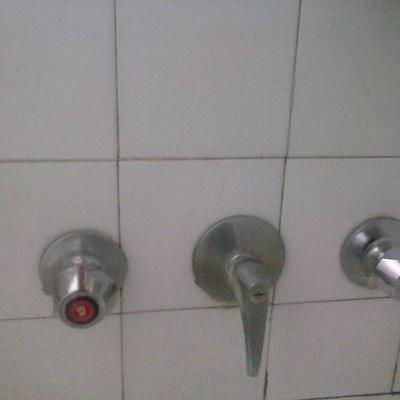 Cambiar llaves de paso de agua fria y caliente empotradas for Cambiar llave de paso empotrada