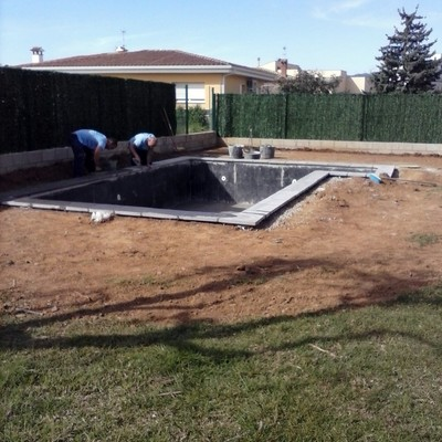 Decoraci n de un jardin con piscina calonge girona for Piscina jardin girona