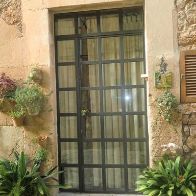 Puerta de entrada de hierro fundido y cristal con cuarterones algaida illes balears - Puertas de entrada con cristal ...