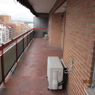 Cubrir terraza de unos 16 m x 3 00 acristalada madrid for Cubrir suelo terraza