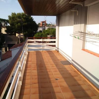 Cerramientos para 2 terrazas toldos persianas vidrios for Presupuesto toldos para terrazas