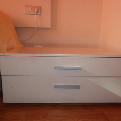 Lacado muebles de dormitorio barcelona barcelona for Recogida muebles gratis barcelona