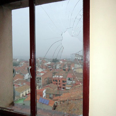 Cambio de cristal roto en ventana comunitaria les borges - Presupuesto cambio ventanas ...