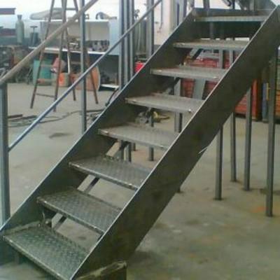 Construir escalera met lica arroyo de la encomienda for Escaleras 45 grados