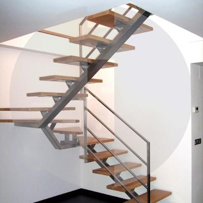 Construcci n escalera 1 tramo met lica y madera valencia for Escalera un tramo