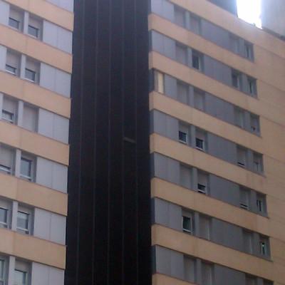 Urge revisar planchas aluminio fachada y colocar plancha for Trabajo urge barcelona