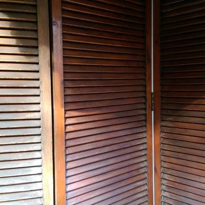 Restaurar persiana de madera exterior barcelona for Persiana madera exterior