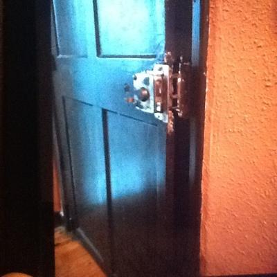 Reparar reforzar puerta madera de entrada santutxu for Reparar puerta madera
