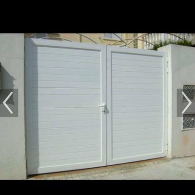 Puerta aluminio para jard n coche y personas hortaleza for Puertas jardin aluminio