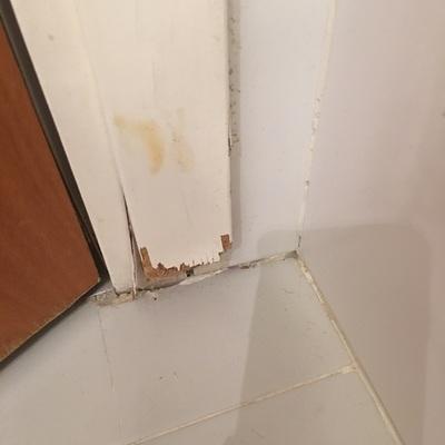Reparar marcos madera de las puertas ba os barcelona for Reparar puerta madera
