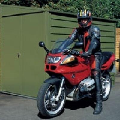 Hacer caseta met lica en jard n para guardar moto for Caseta para guardar bicis