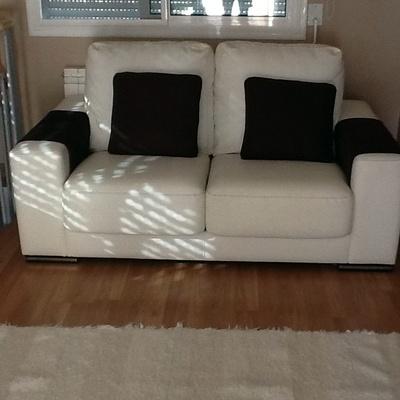 Te ir sof de polipiel blanco en color negro lli d 39 amunt barcelona habitissimo - Tapiceros en barcelona ...