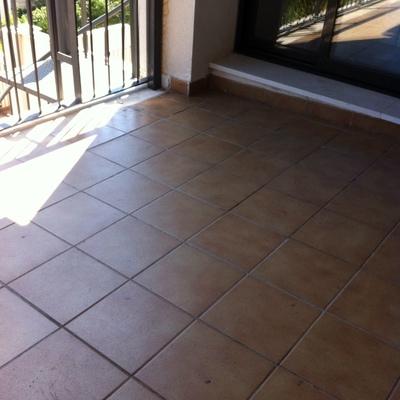 Suelo madera terraza exterior benalm dena m laga for Poner suelo terraza exterior