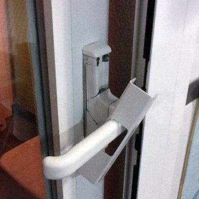 Cambiar picaporte en puerta de aluminio madrid madrid for Presupuesto puerta aluminio