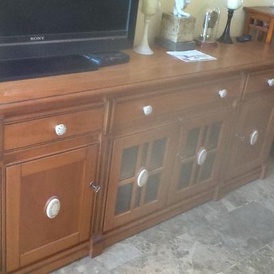Esmaltar muebles barnizados en blanco roto valencia for Pintar muebles barnizados