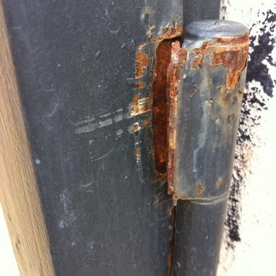 Soldar una bisagra en una puerta met lica pozuelo de alarc n madrid madrid habitissimo - Como hacer una puerta metalica ...