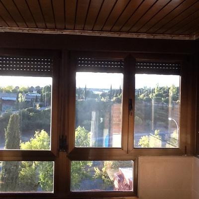 Aislamiento Terraza Que Está Cerrada Con Ventanas Oscilobatientes De Aluminio Pero Techo De Láminas De Chapa Sector Músicos Tres Cantos Madrid