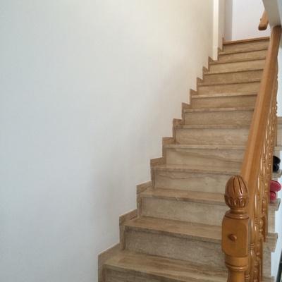 Poner z calo madera media altura escaleras la cruz el campello alicante habitissimo - Zocalos para escaleras ...