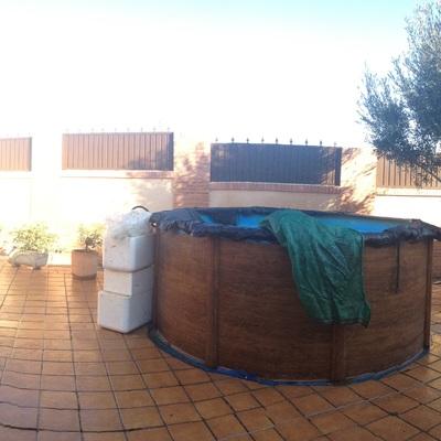 Construir piscina de obra en un patio de chalet adosado for Que necesito para construir una piscina