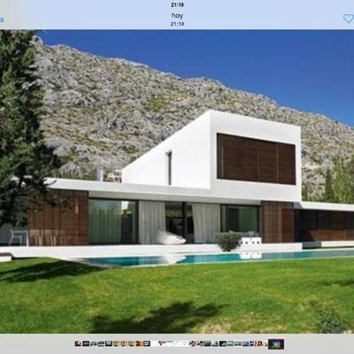 Casa cubica blanca moderna en rubi san mu rub for Casa moderna blanca