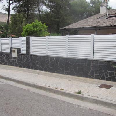 Valla Jard N Sobre Muro Cerdanyola Del Vall S Barcelona