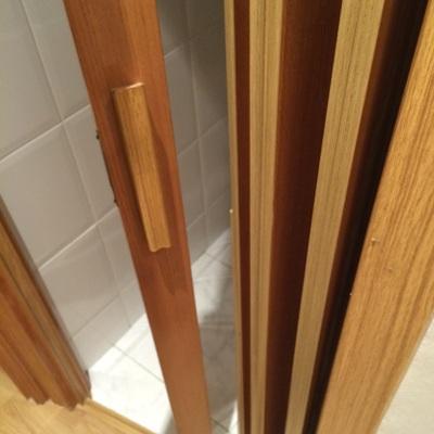 Arreglar puerta corredera de laminas madera chamber for Presupuesto puertas de madera