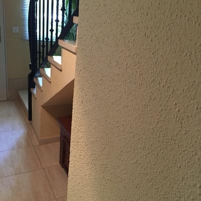 Pintar paredes renovar juntas de suelo de cer mica - Suelos sin juntas ...