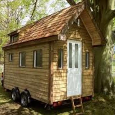 mini casa prefabricada sobre ruedas para tres personas