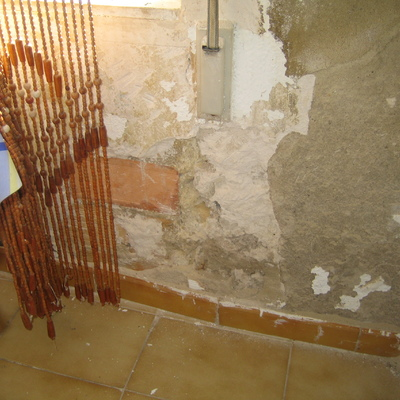 Reforma restauraci n total de casa vieja 89m2 abajo 23m2 for Piscina cubierta albal