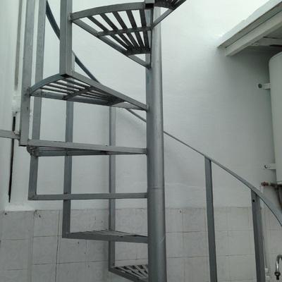 Pintura escalera met lica exterior paterna valencia - Escalera metalica exterior ...