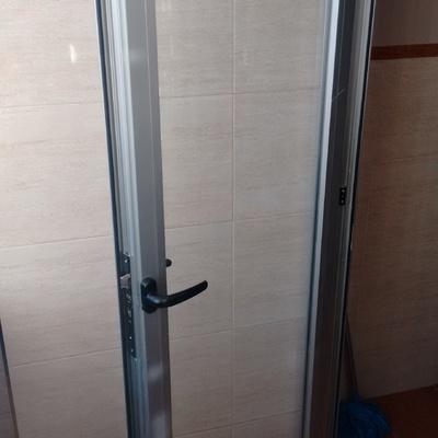 Arreglar cierre de ventana puerta de lavadero de cocina for Puerta lavadero