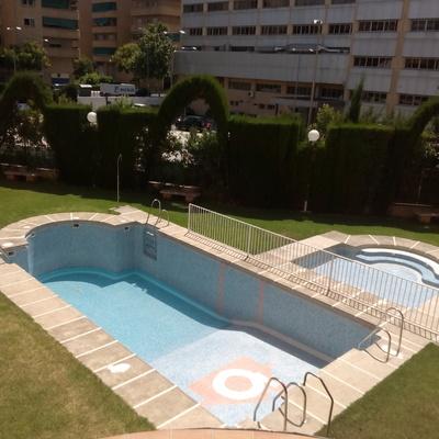 Construccion de escalera de obra en piscina de comunidad for Construccion de piscinas en granada
