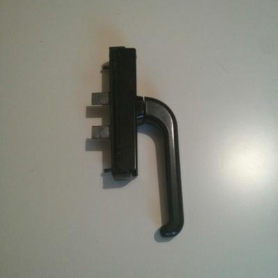 Reparar o cambiar maneta de puerta de alumnio con for Cambiar aspecto puertas de interior