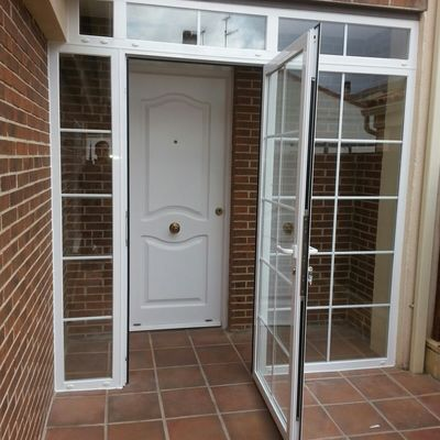 Cerramiento aluminio entrada a casa humanes de madrid for Cerramientos aluminio precios