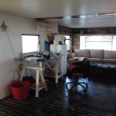 Colocar friso pvc adhesivo en paredes y techo casa - Colocar friso en pared sin rastreles ...