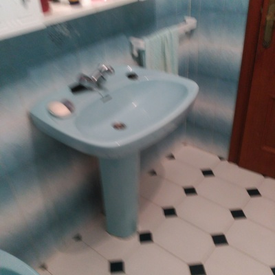 Reformar cuarto de ba o avd as campeiras as pontes de for Cambiar lavabo de pie por mueble