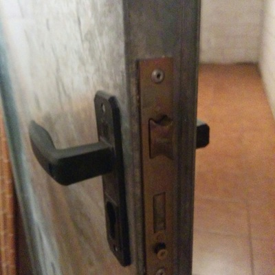 Cambiar cerradura puerta trastero madrid madrid for Puerta trastero seguridad