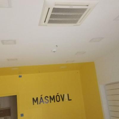 Poner enchufes y pintar local en centro comercial centro for Centro comercial aki piscinas precio