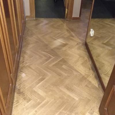 Acuchillado y barnizado parquet rodapie puertas - Reparar parquet sin acuchillar ...