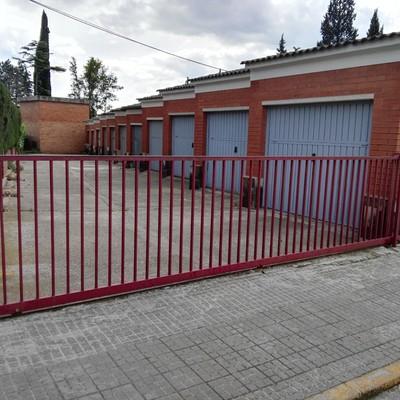 Puerta met lica corrediza exterior palau solit i - Puerta exterior metalica ...
