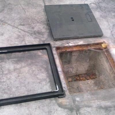 Colocar tapa y marco de arqueta mutilva alta navarra for Piscinas mutilva