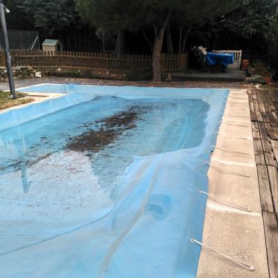 Solar zona alrededor piscina soto del real madrid for Piscinas soto