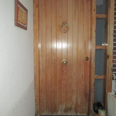 Cambiar puerta de entrada casa de pvc masquefa for Ancho puerta entrada casa