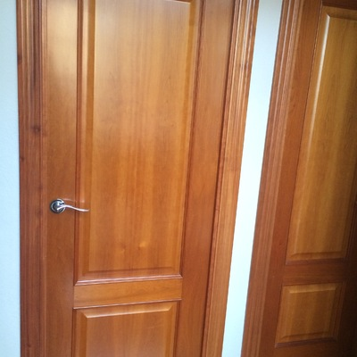 Lacar de blanco las puertas de la vivienda badalona - Lacar muebles a pistola ...