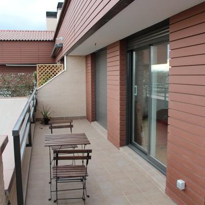 Colocaci n 2 toldos en terraza tico en fachada ventilada for Colocacion de toldos