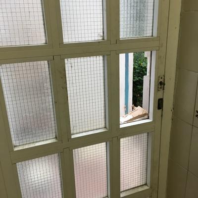 Cambiar cristal puerta aluminio alkabir alicante for Presupuesto puerta aluminio