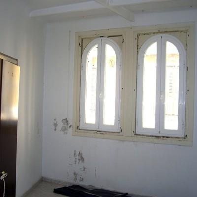Colocar persianas en ventanas de aluminio blanco con forma - Persianas en zaragoza ...