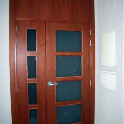 Instalar puerta corredera madera bilbao vizcaya for Instalar puerta corredera