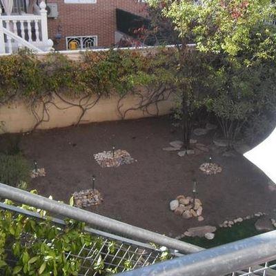 Instalar sistemas de riego poner c sped y arreglar un for Arreglar jardin pequeno